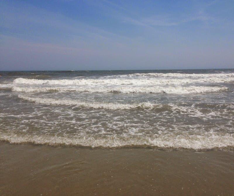 Cieszy się plażę, podczas gdy ty możesz fotografia stock