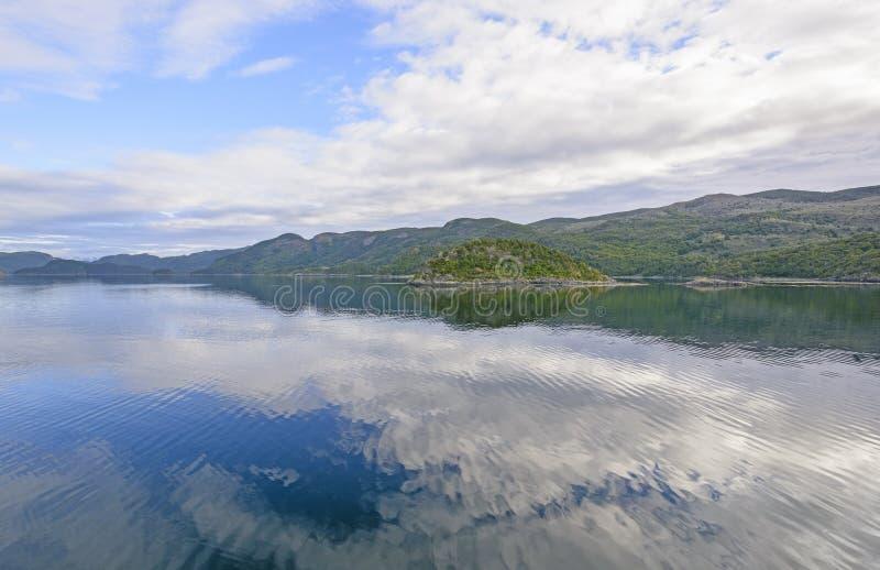 Cieux bleus et réflexions d'océan photo libre de droits