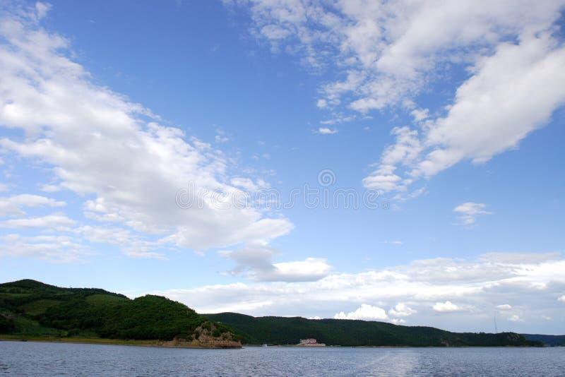 Cieux et lacs photos stock
