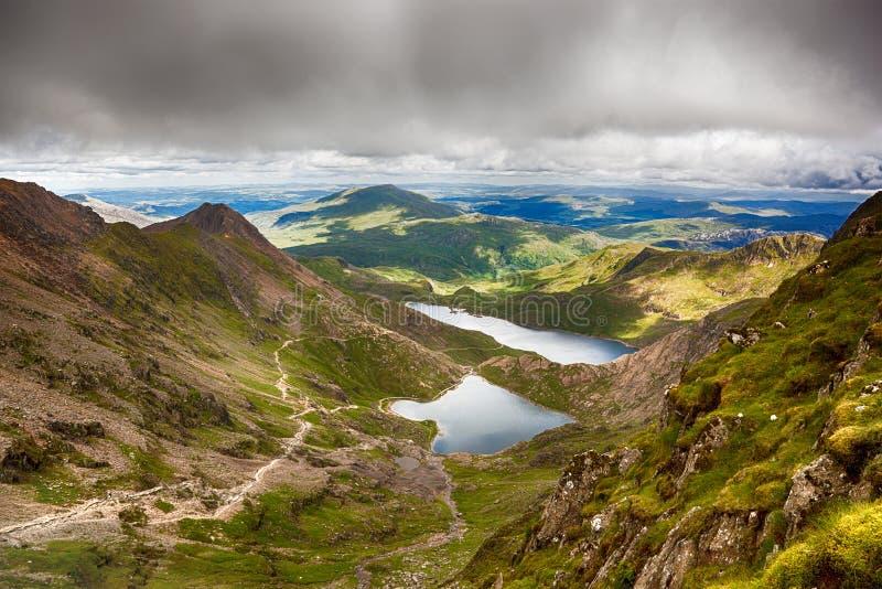 Cieux orageux au-dessus de Snowdonia photo stock