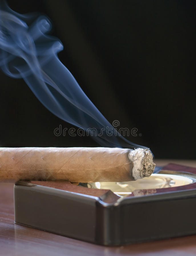 Download Cigar And Curling Smoke Royalty Free Stock Photography - Image: 9827427