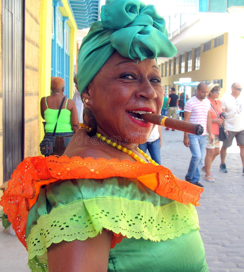 Free Cigar Woman Posing For Tourist. Royalty Free Stock Images - 70125259
