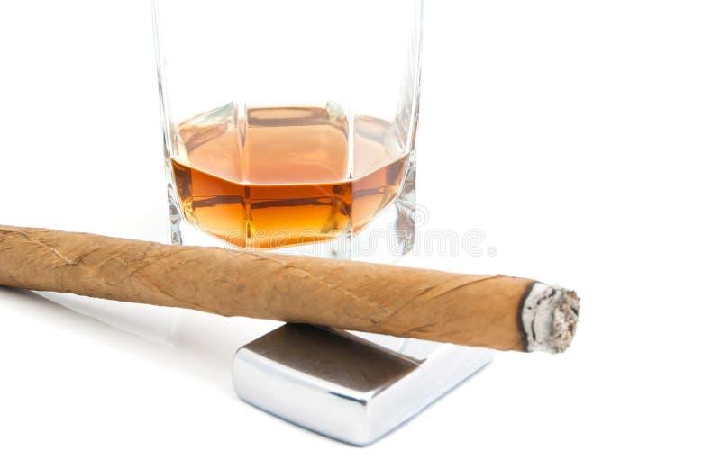 Cigare, allumeur en métal et cognac photos libres de droits