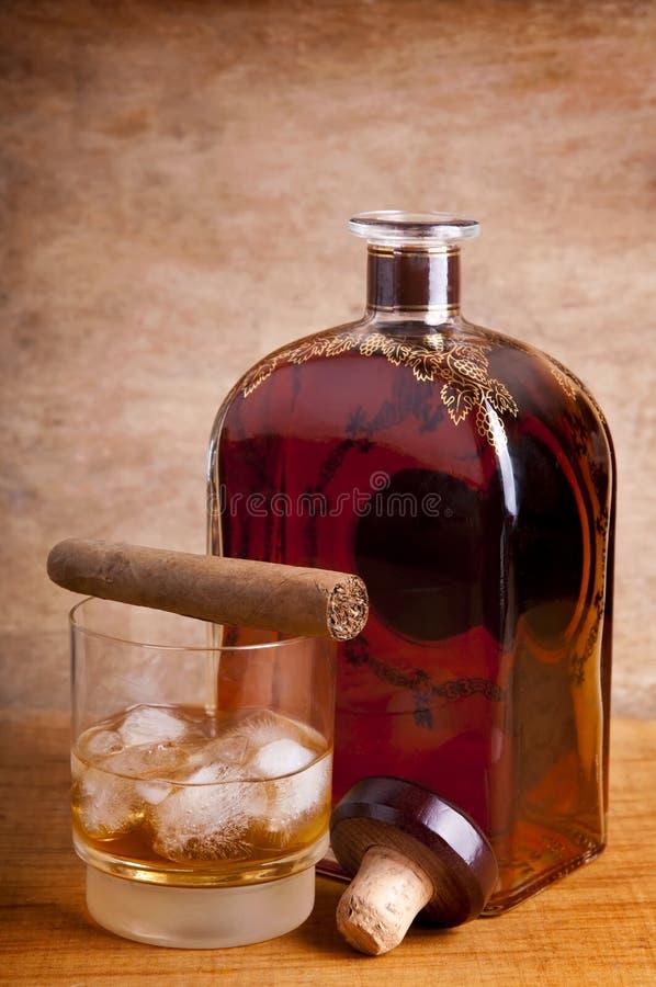 Cigare et whiskey images libres de droits