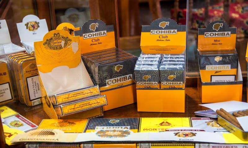 Cigares cubains authentiques à vendre à La Havane images stock