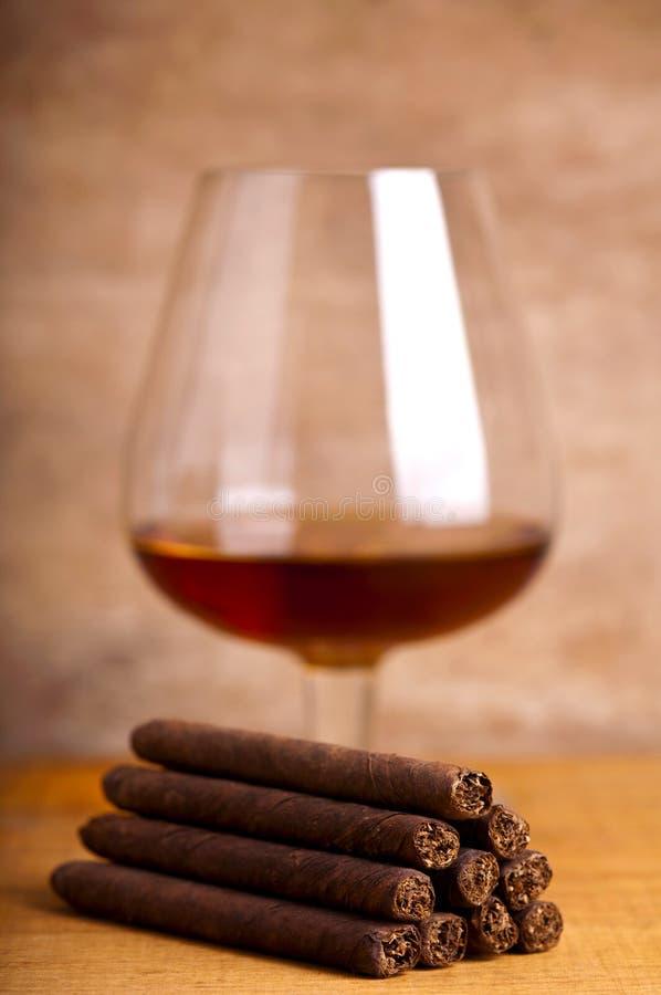 Cigares et cognac photographie stock libre de droits