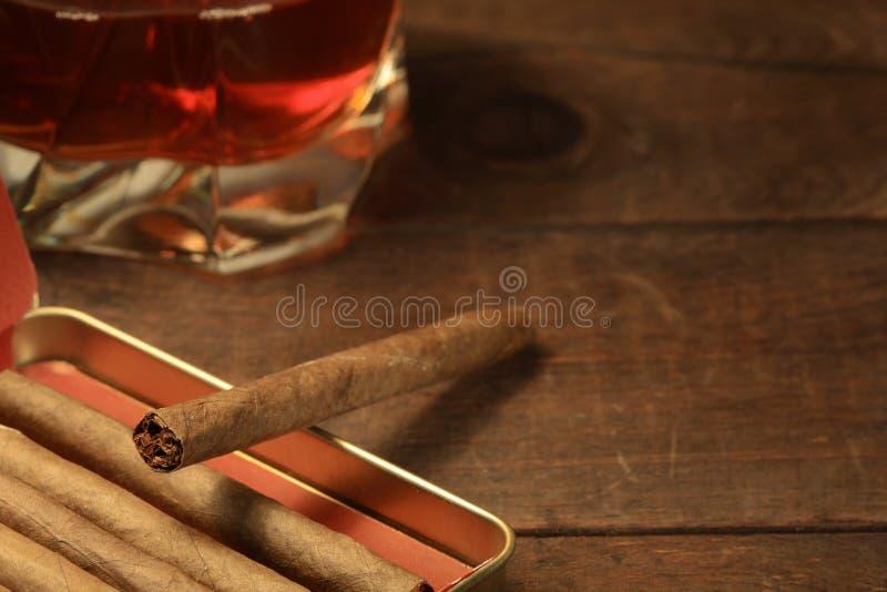 Cigares et whiskey images libres de droits
