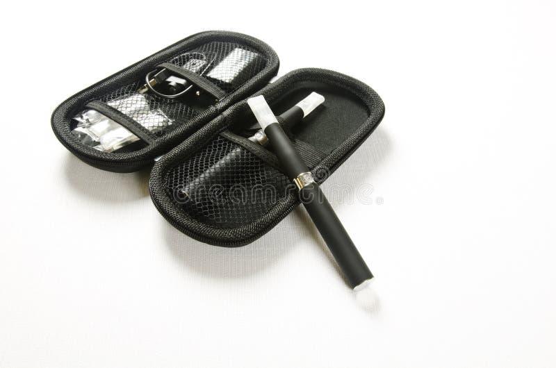 Cigarette électronique, e-cigarette photographie stock
