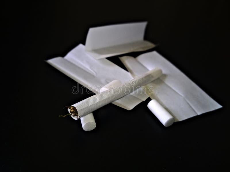 Cigarette de roulement images libres de droits