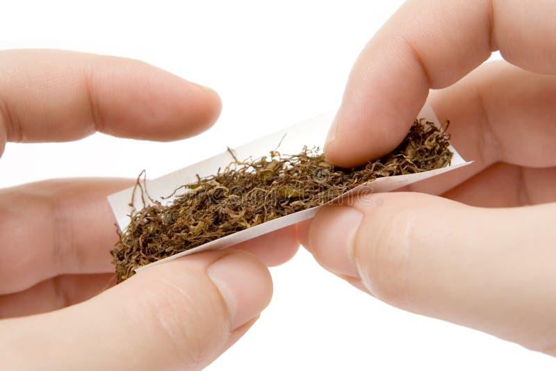 Cigarette fait par soi-même image libre de droits