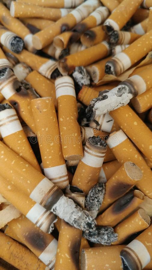 Cigaretten återstår arkivfoto