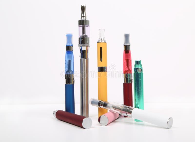 Cigarettes électroniques images libres de droits