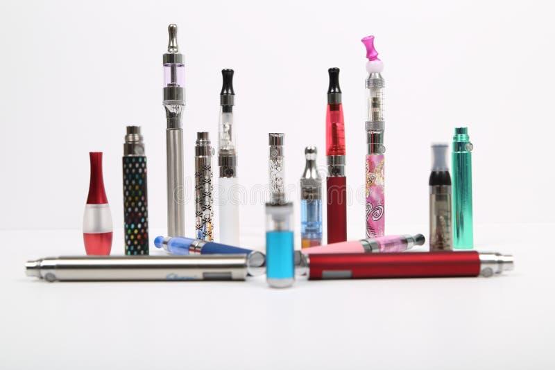 Cigarettes électroniques photos libres de droits