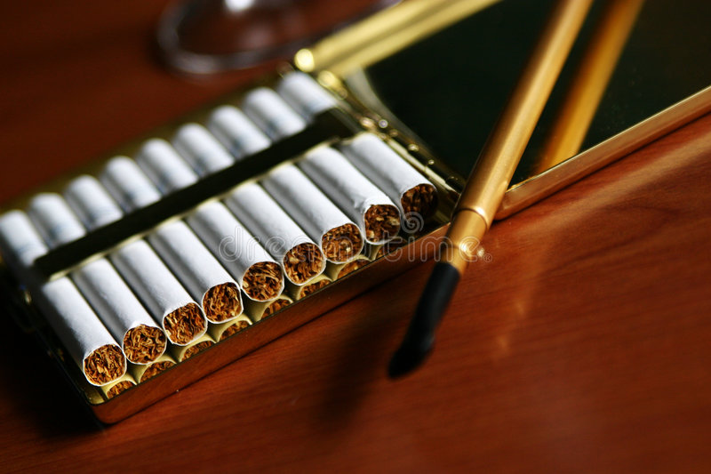 Download Cigarettes image stock. Image du brûlure, fumeur, maladie - 739551