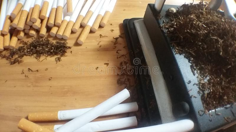 Cigarettes de roulement image stock