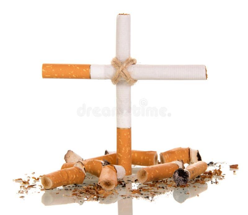 Cigarettes et plan rapproché croisé photographie stock