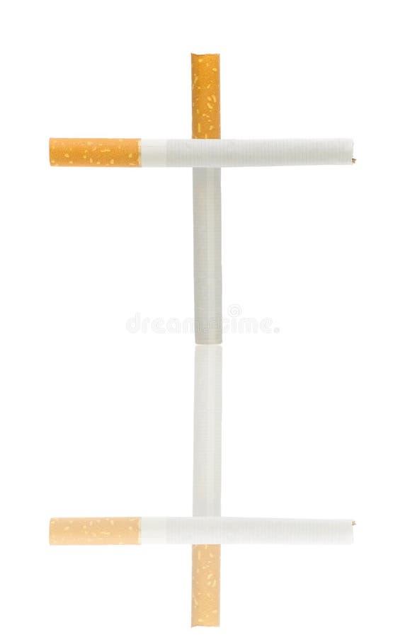 Cigarettes sous forme de croix sur un blanc photo libre de droits