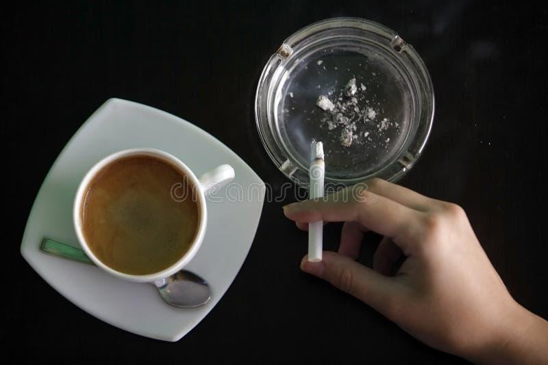 cigarettkaffe arkivbilder