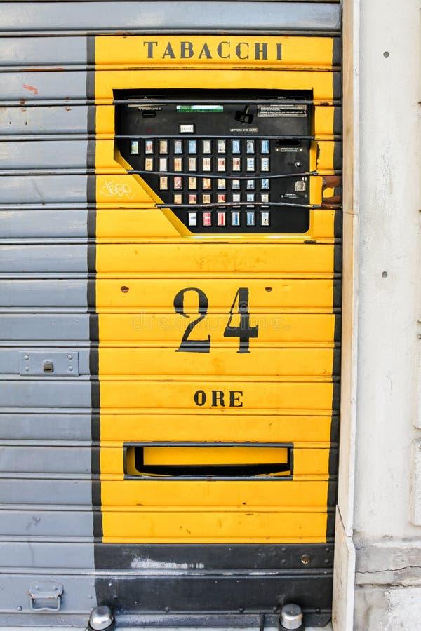 Cigarettvaruautomat, Italien arkivbilder