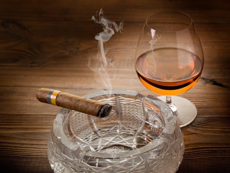 cigarrcognackuban arkivbild