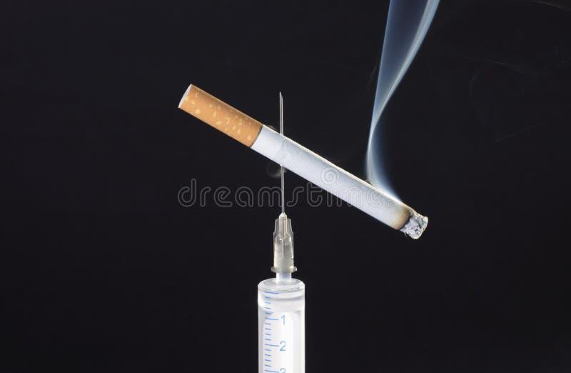 Cigarrillo en aguja foto de archivo libre de regalías
