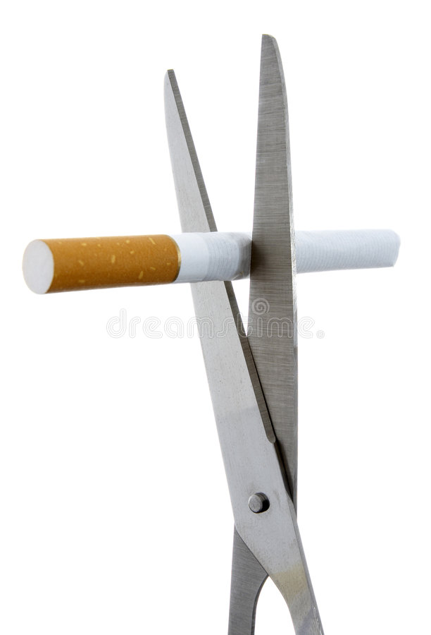 Cigarrillo y tijeras 1 foto de archivo