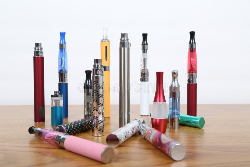 Cigarrillos electrónicos fotos de archivo libres de regalías
