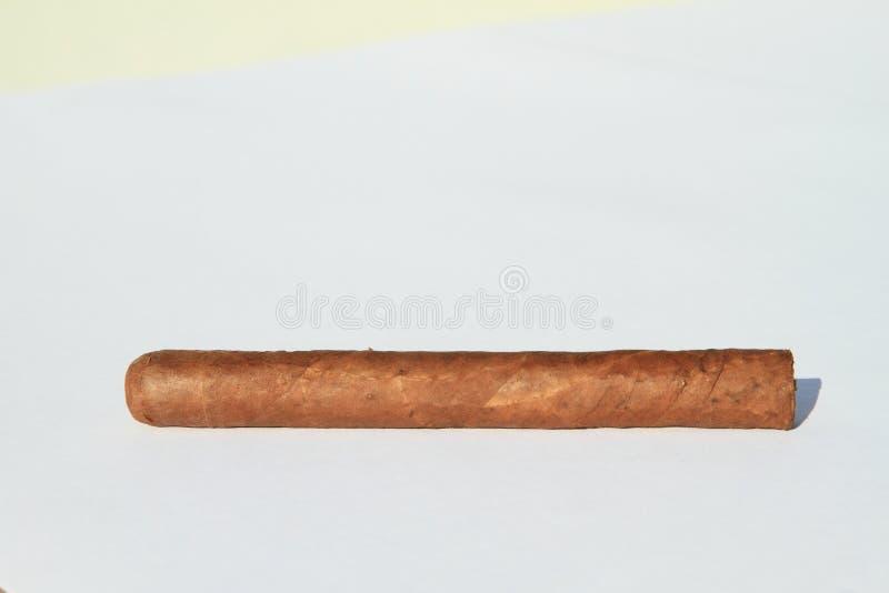 cigarro imagenes de archivo