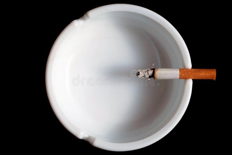 Cigarro no cinzeiro V2 imagem de stock
