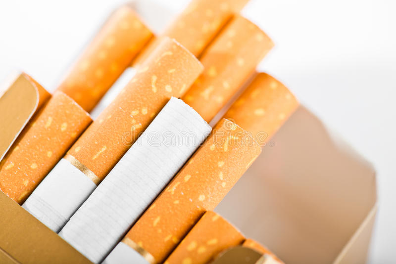 Cigarro nos cigarros fotos de stock royalty free