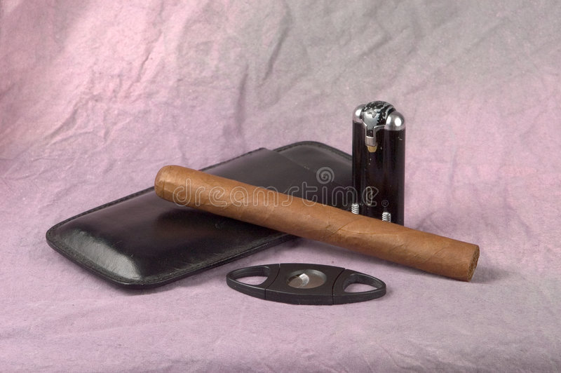 Cigarro y herramientas