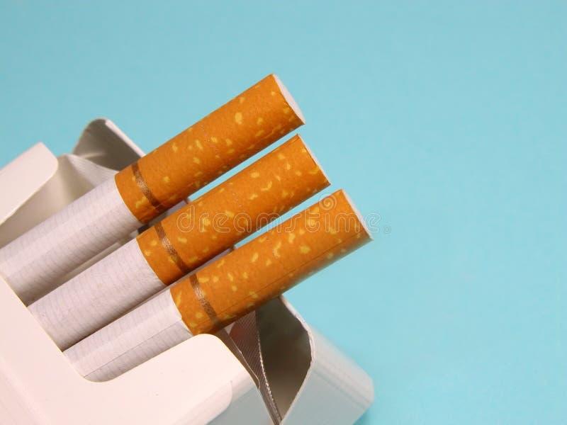 Download Cigarros 1 foto de stock. Imagem de hábito, pulmão, barra - 111762