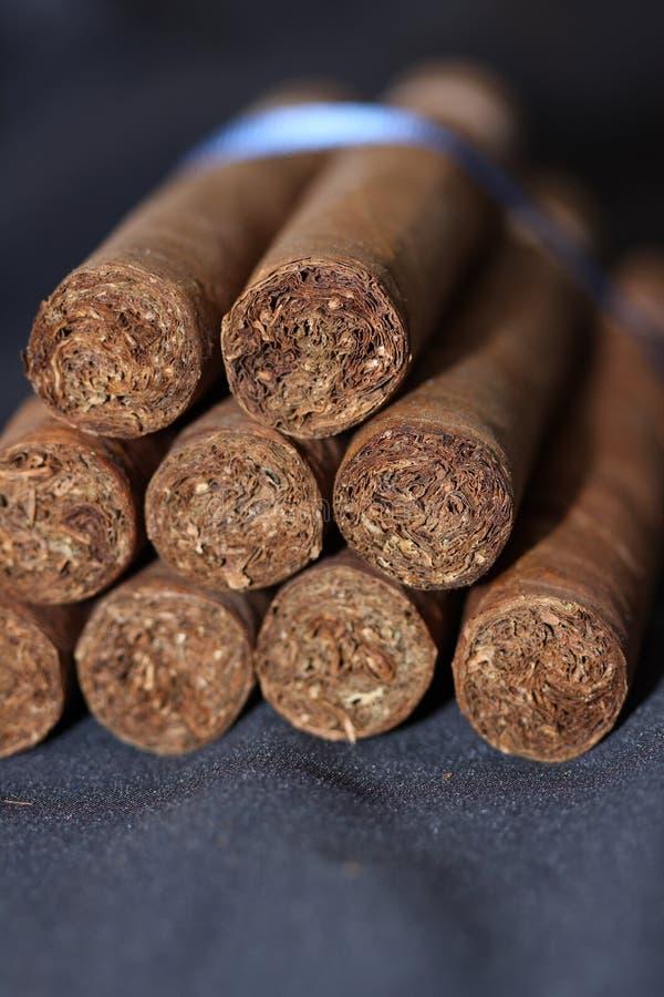 Cigarros imagenes de archivo