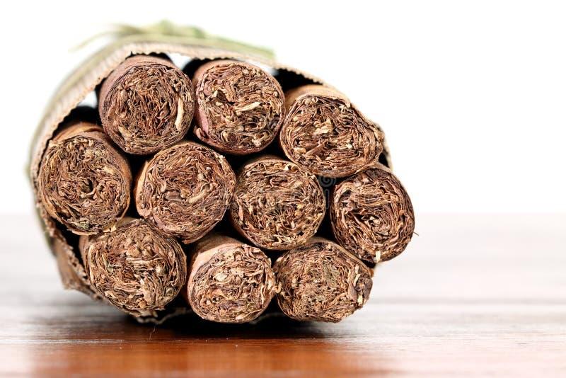 Cigarros de Tradicional de Cuba, aislada imagen de archivo
