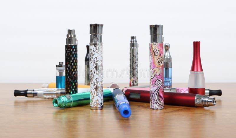 Cigarros eletrônicos fotografia de stock