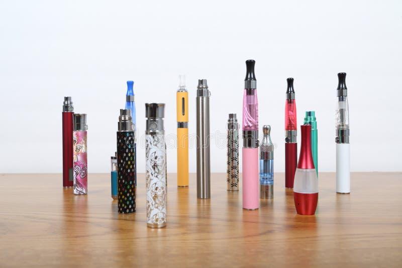 Cigarros eletrônicos imagens de stock