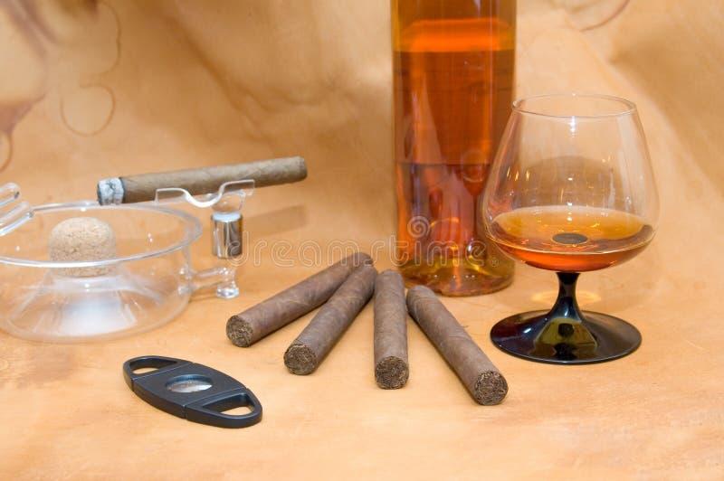 Cigarros Y Coñac Imágenes de archivo libres de regalías