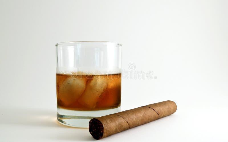 cigarrwhiskey arkivbild