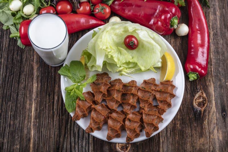 Cigkofte, en rå kötträtt i turkiska och armeniska kokkonster E fotografering för bildbyråer