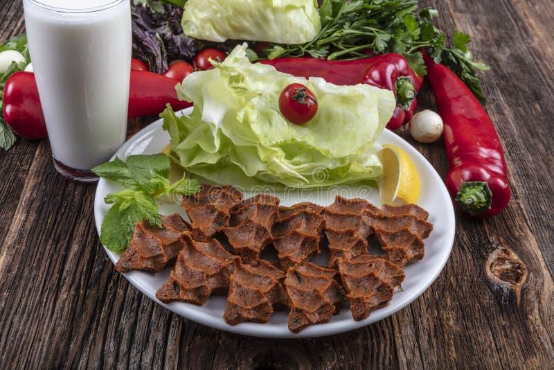 Cigkofte, en rå kötträtt i turkiska och armeniska kokkonster E royaltyfri foto