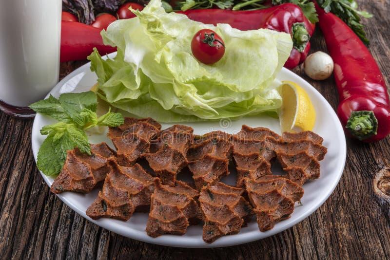 Cigkofte, en rå kötträtt i turkiska och armeniska kokkonster E royaltyfria bilder