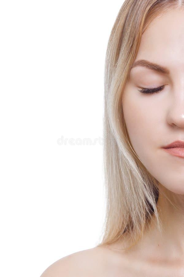 Cigli di estensione Ritratto di bella giovane donna con pelle perfetta Bellezza e cura Salone della stazione termale immagini stock libere da diritti