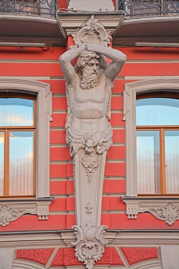Cijfer van Atlassenpaleis van prinsen Beloselsky - Belozersky in Heilige Petersburg, Rusland royalty-vrije stock foto's