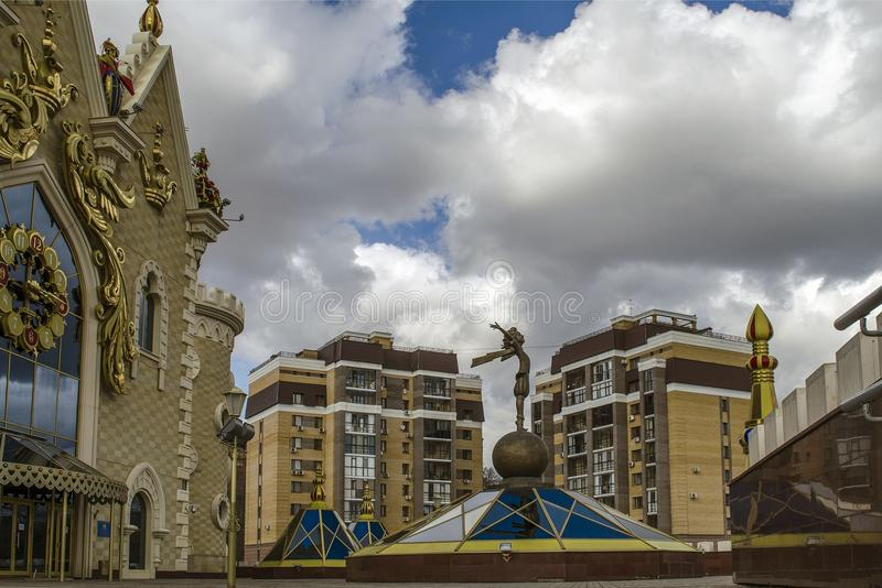 Cijfer van de kleine Prins op de achtergrond van het poppentheater in Kazan royalty-vrije stock fotografie