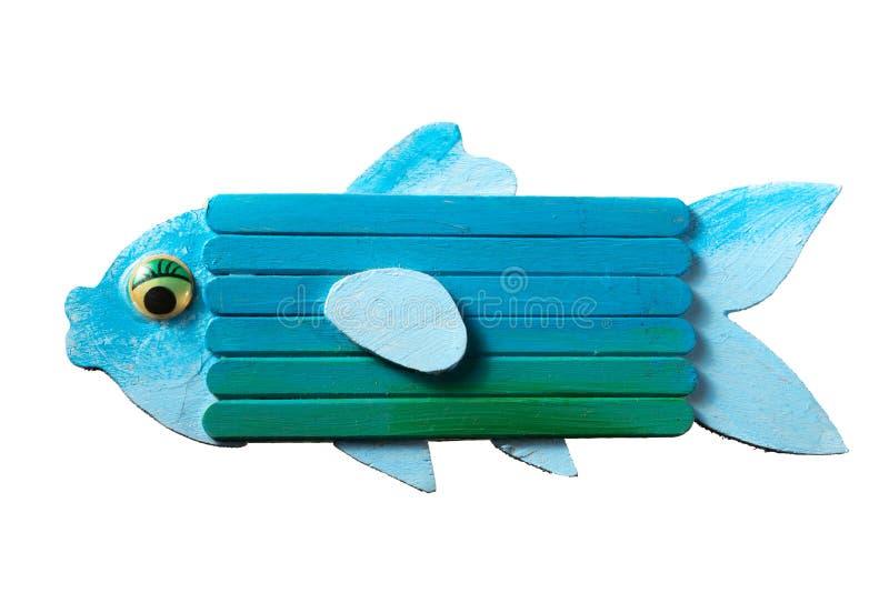 Cijfer van een kleurrijke blauwe die vis van hout door een kind wordt gemaakt stock foto