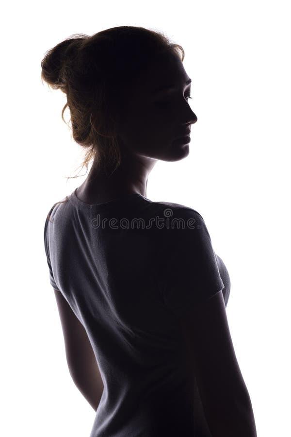 Cijfer van een sensuele jonge vrouw die achteruitgaan en, een mooi meisje met uitgelezen haar op een geïsoleerd wit zich omdraaie stock foto