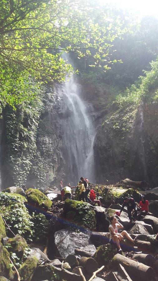 CIKARACAK-WASSERFALL BOGOR INDONESIEN stockbild