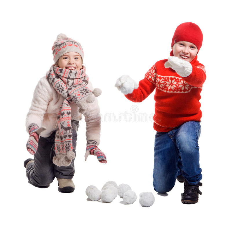 Cildren jouant dans la neige photos libres de droits