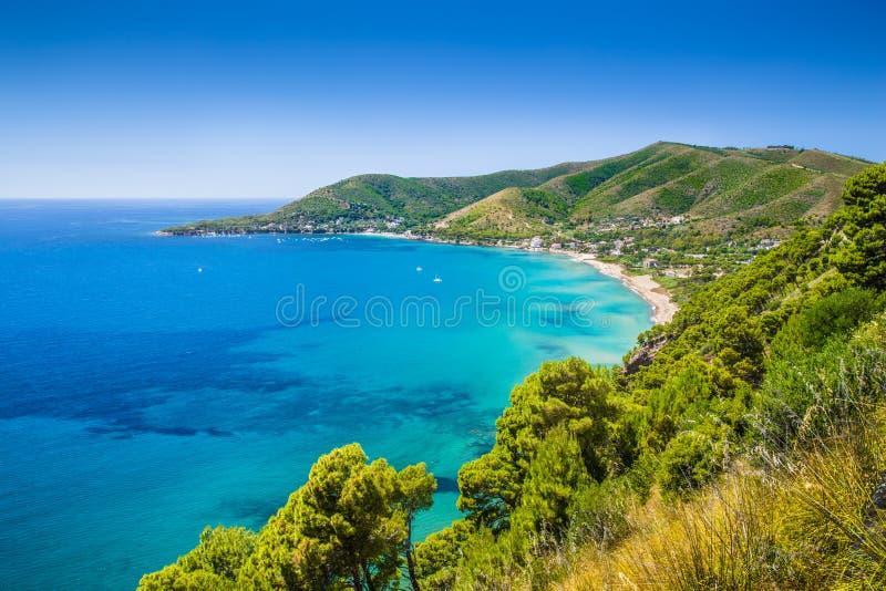 Cilentan kust, landskap av Salerno, Campania, Italien royaltyfria bilder