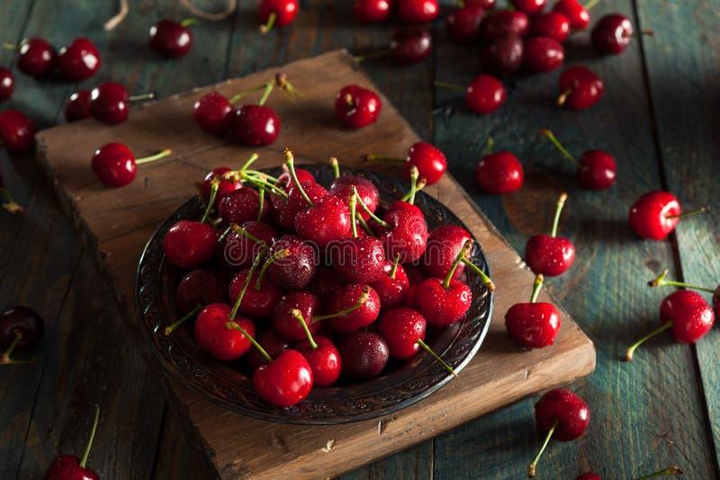 Download Ciliege Rosse Organiche Crude Fotografia Stock - Immagine di frutta, spremuta: 55351212